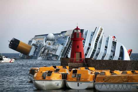 Collision of Costa Concordia © http://commons.wikimedia.org/wiki/User:Rvongher