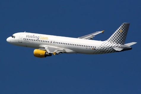 By FlightReal (Flickr: Airbus A320 Vueling) [CC BY 2.0 (http://creativecommons.org/licenses/by/2.0)], via Wikimedia Commons