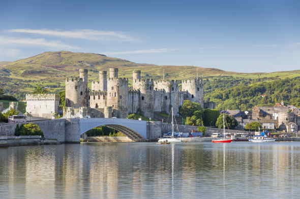 Galles - Castello - Wide view of the castle across the Conwy